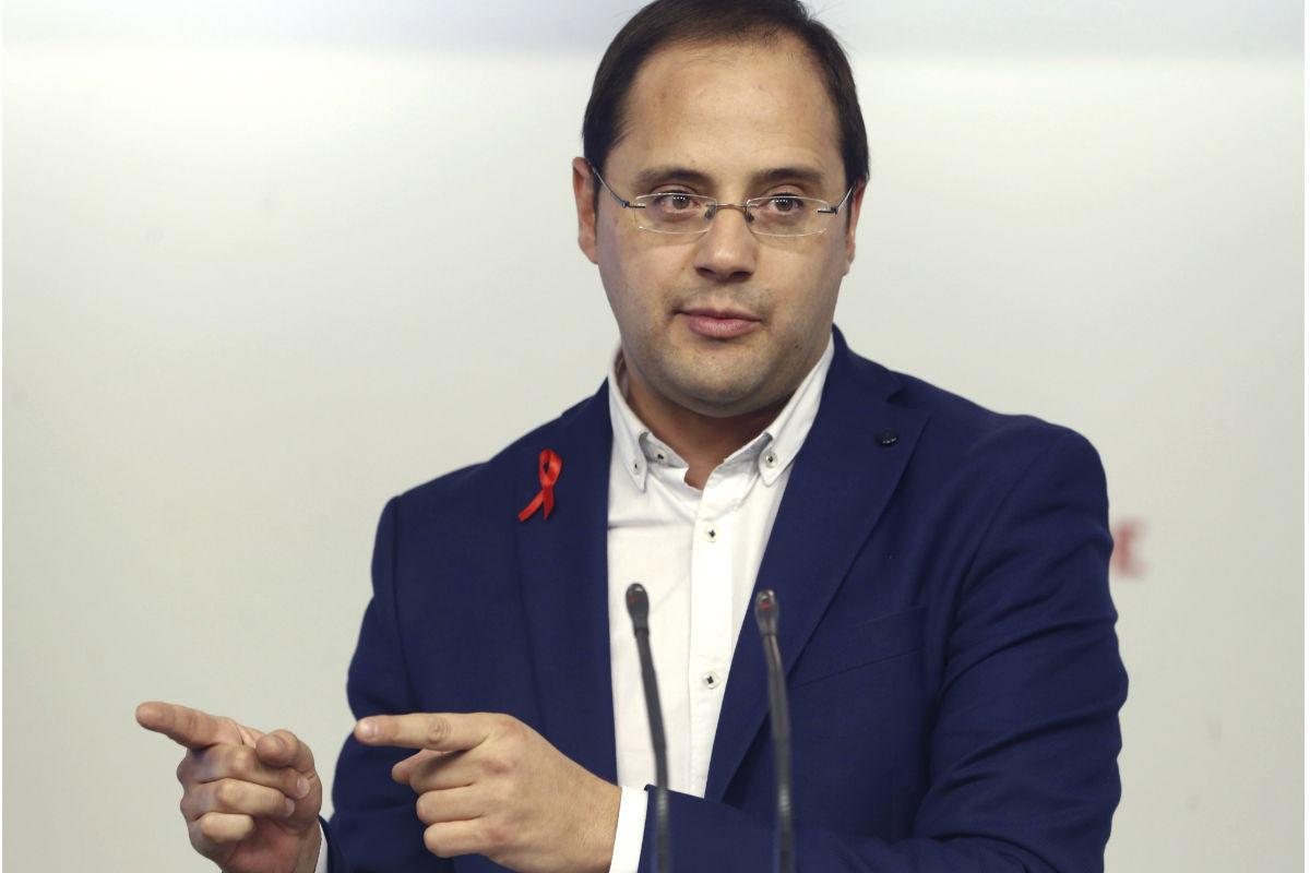 César Luena en la presentación de campaña del PSOE. (Foto: EFE)