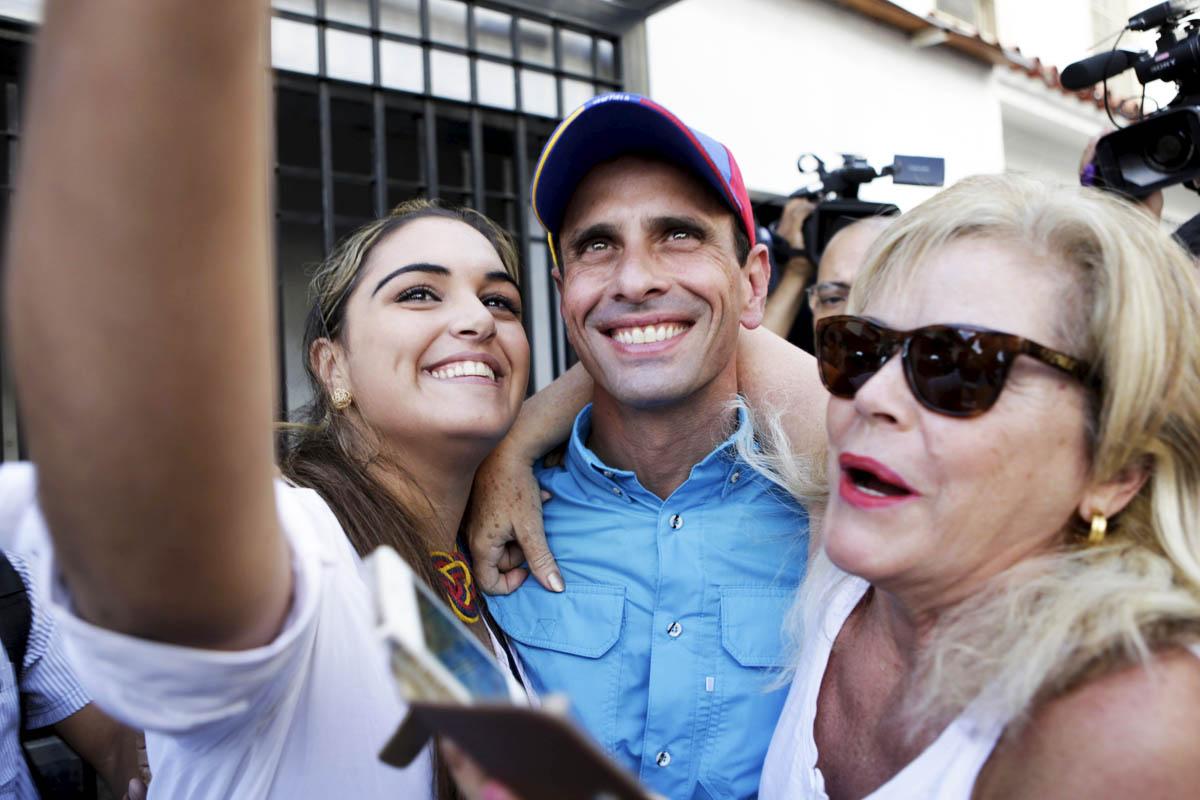 El líder opositor Henrique Carpriles, exultante tras depositar su voto (Foto: Getty)