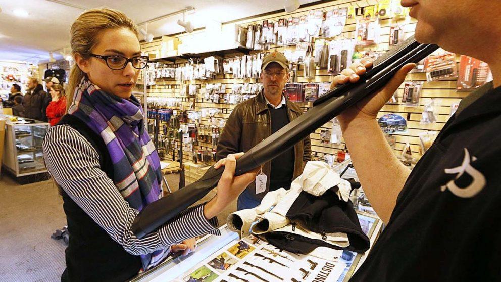 Venta de armas en un comercio autorizado en Estados Unidos