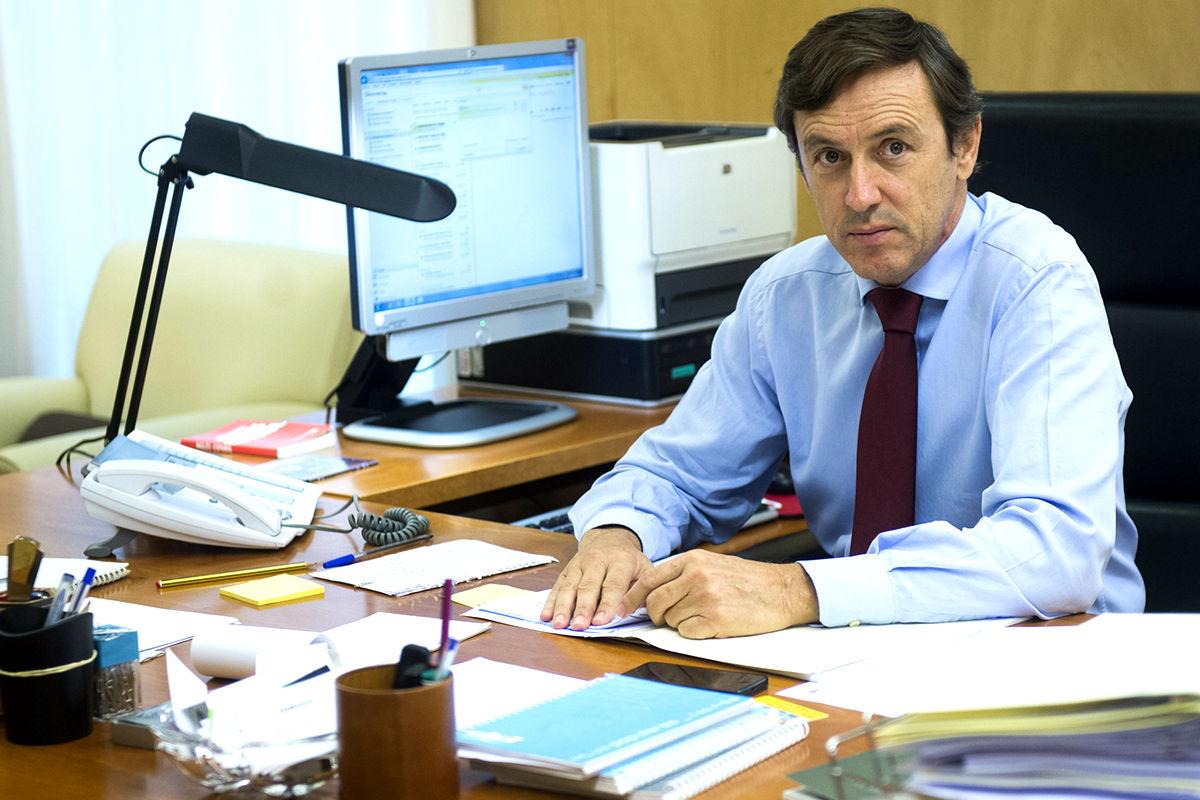 Rafael Hernando en su despacho del Congreso de los Diputados. (FOTO: Prensa PP)