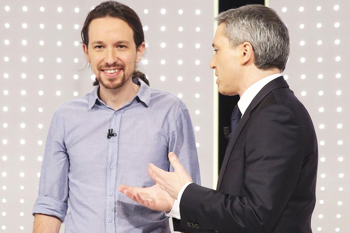 Pablo Iglesias, junto al moderador Vicente Vallés (Foto: EFE)