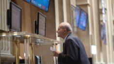 Inversor consultando pantallas (Foto:GETTY)