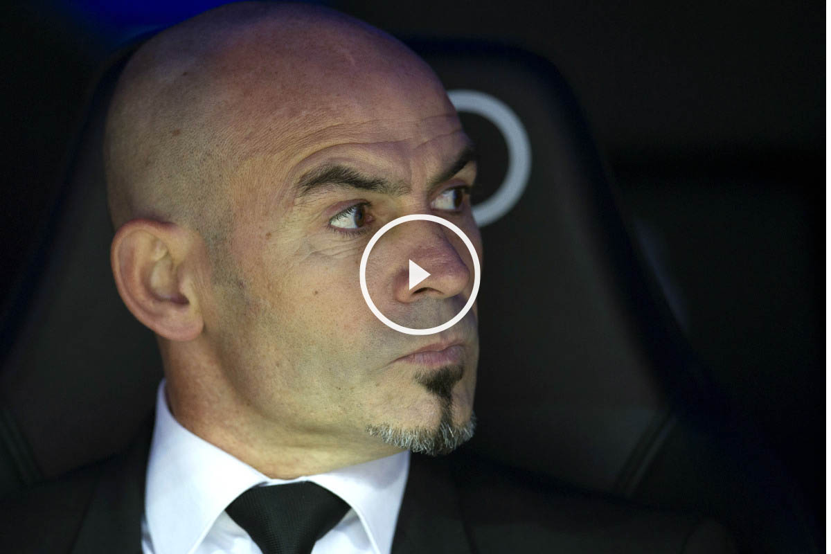Paco Jémez, muy serio en el banquillo del Bernabéu (AFP)