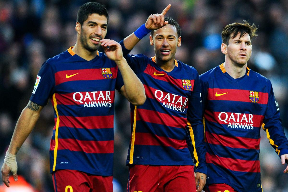Luis Suárez celebra un gol junto a Neymar y Messi.