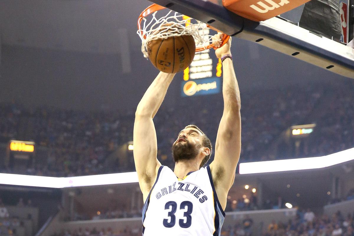 Marc Gasol destroza el aro de los Pelicans.