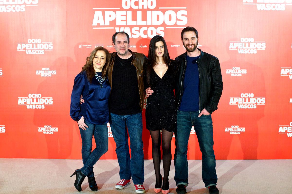 Los protagonistas de la película 'Ocho apellidos catalanes' Carmen Machi, Karra Elejalde, Clara Lago y Davi Rovira. (Foto: Getty)