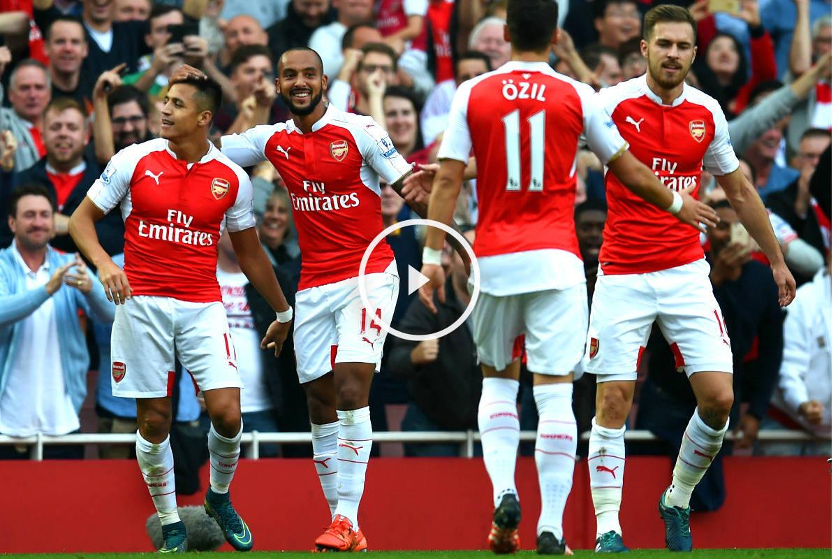 Los jugadores del Arsenal celebran un tanto de Alexis.
