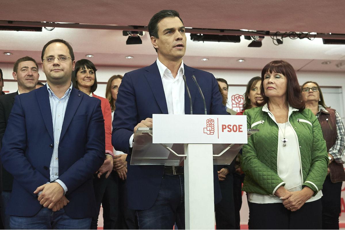 Pedro Sánchez con parte de su Ejecutiva (Foto: GETTY)