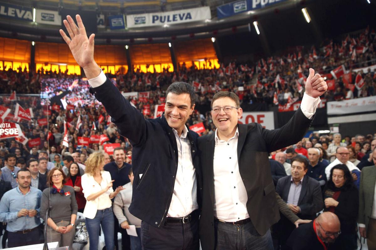 Pedro Sánchez y Ximo Puig en el acto central de la  campaña del 20D en Valencia.