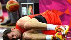 Rudy Fernández, dolorido de la espalda en un partido.