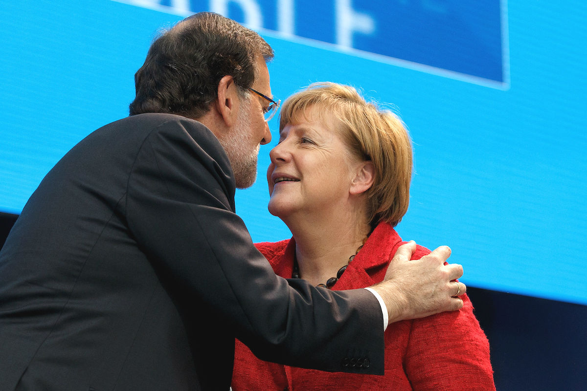 Rajoy saludando a Angela Merkel (Foto:GETTY)