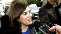 Soraya Sáenz de Santamaría haciendo declaraciones a los medios. (FOTO:EFE)