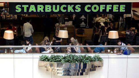 Encuentran bacterias fecales en las bebidas frías de Starbucks, Costa Coffee y Caffè Nero (Foto: Getty/iStock)
