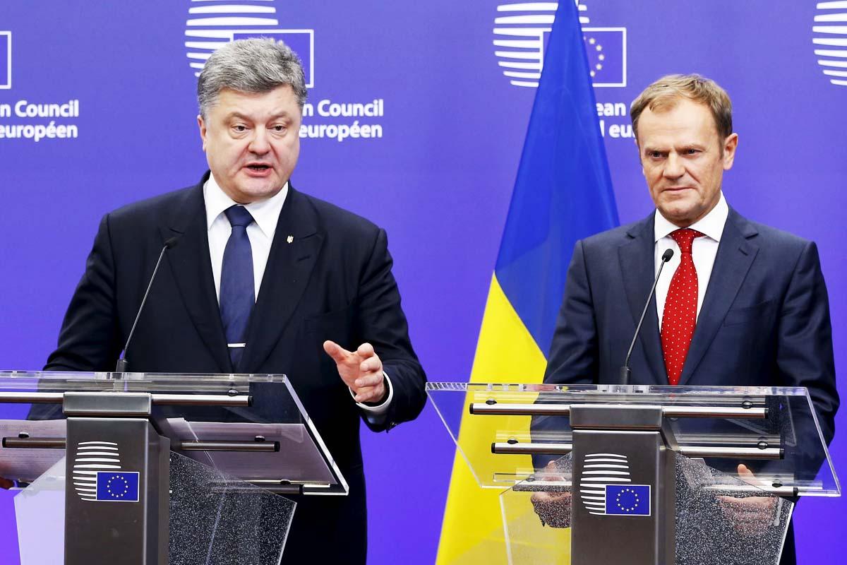 El primer ministro de Ucrania Victor Poroshenko, recibido por Donald Tusk en  Bruselas (Foto: Reuters)