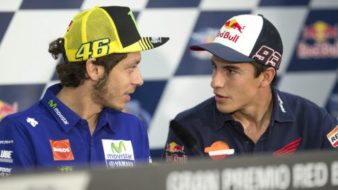 Valentino Rossi sigue enfadado con Marc Márquez. (Getty)