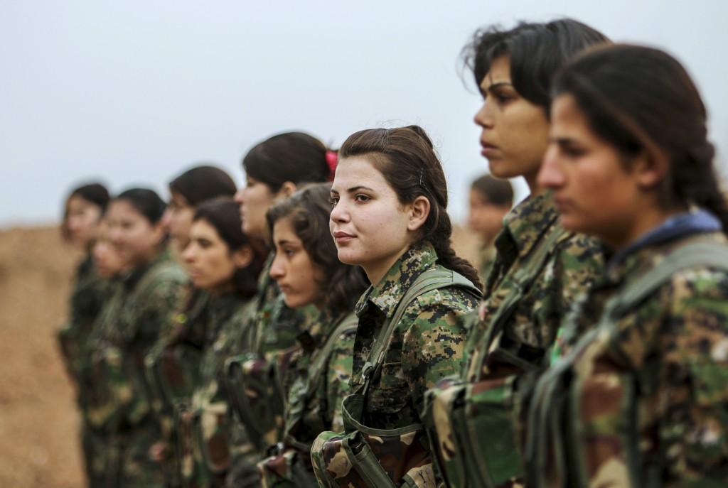 Algunas de las milicianas del YPG, combatientes kurdas contra el ISIS en Siria. (Reuters)