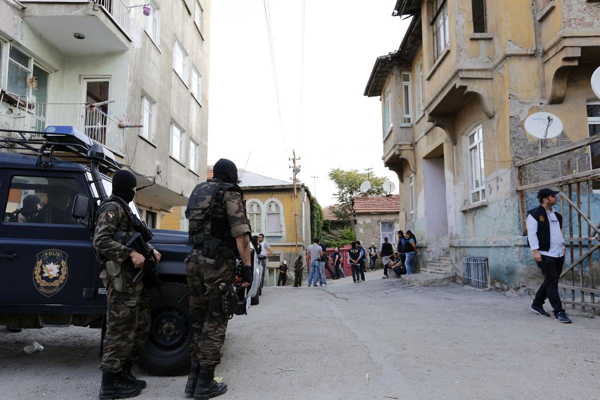 Imagen de unos policías turcos durante una detención a terroristas del Daesh el mes de julio. (Foto: Getty)