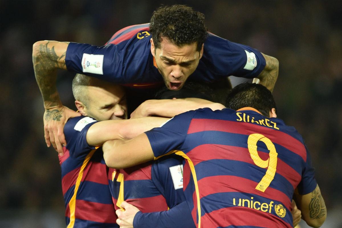 Los jugadores del Barcelona celebran uno de los goles de la final (AFP)