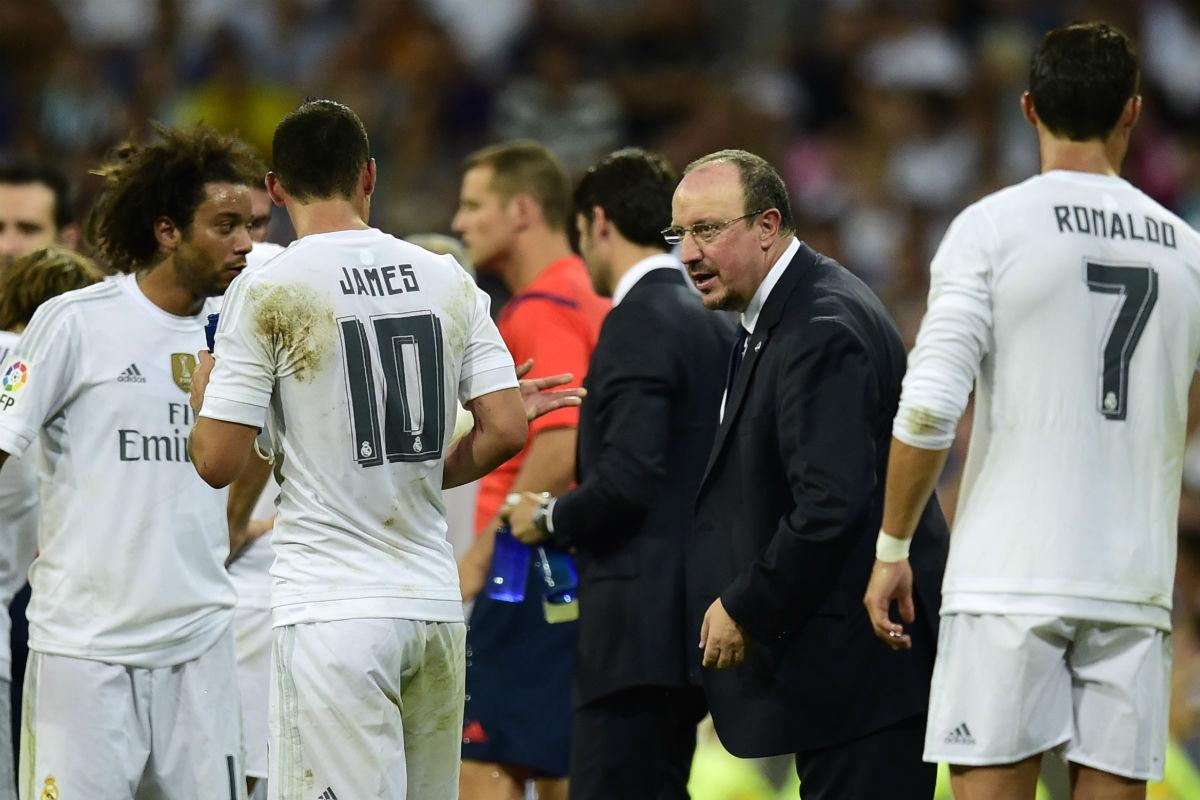 Rafa Benítez da instrucciones a los jugadores del Real Madrid. (AFP)