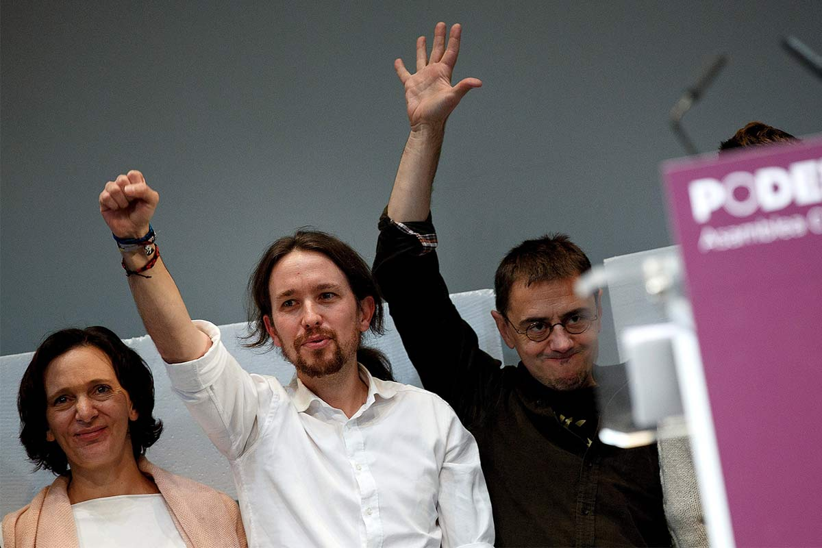 Carolina Bescansa, Pablo Iglesias y Monedero, en un acto de Podemos (Foto: Getty)