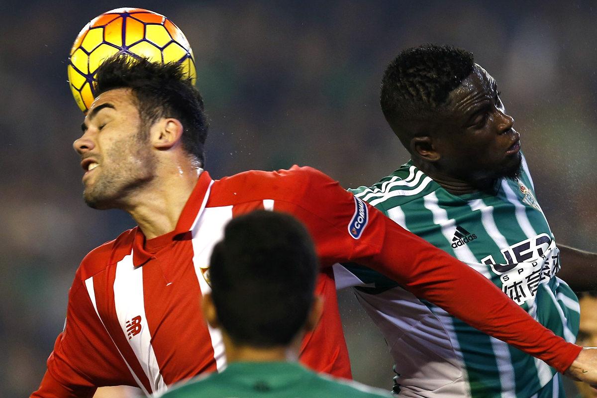 Betis y Sevilla empataron a cero en un derbi con poco fútbol (EFE)