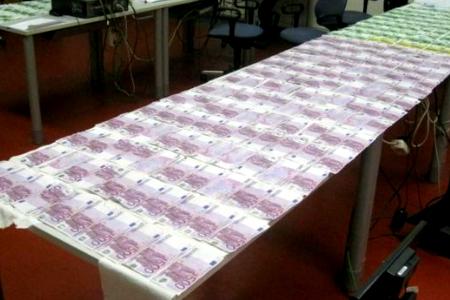 Todos los billetes recuperados por la Policía. (Foto: Policía de Viena)