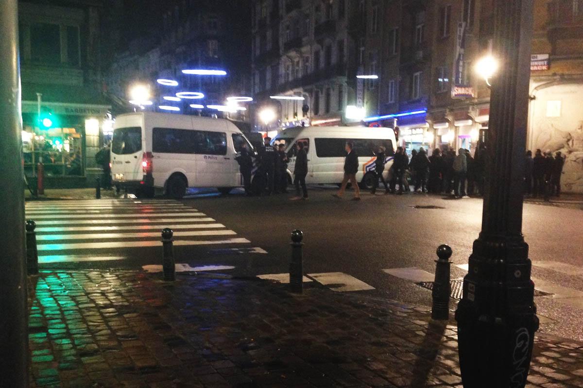 Las proximidades de la rue de la Clef con las operaciones policiales en marcha anoche (Foto: Fernán González)