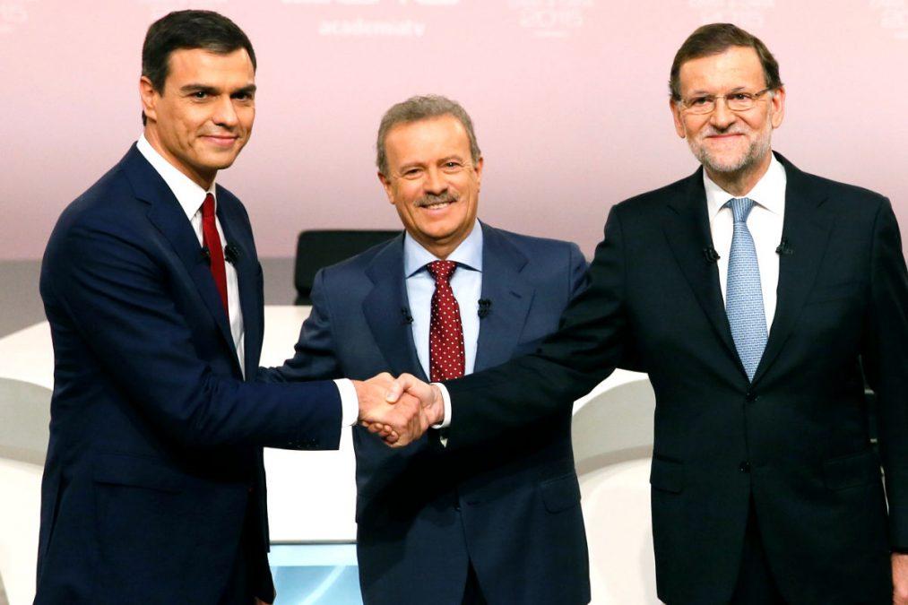 Saludo entre Mariano Rajoy y Pedro Sánchez antes del Cara a cara. (FOTO:EFE)