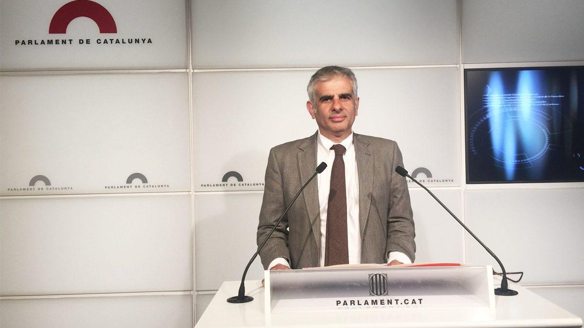Carlos Carrizosa durante una rueda de prensa en el Parlament (Foto: Ciudadanos)