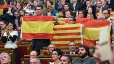 El Parlamento de Cataluña aprueba la resolución independentista de Junts pel Sí. (Foto: Lluis Gene/AFP)