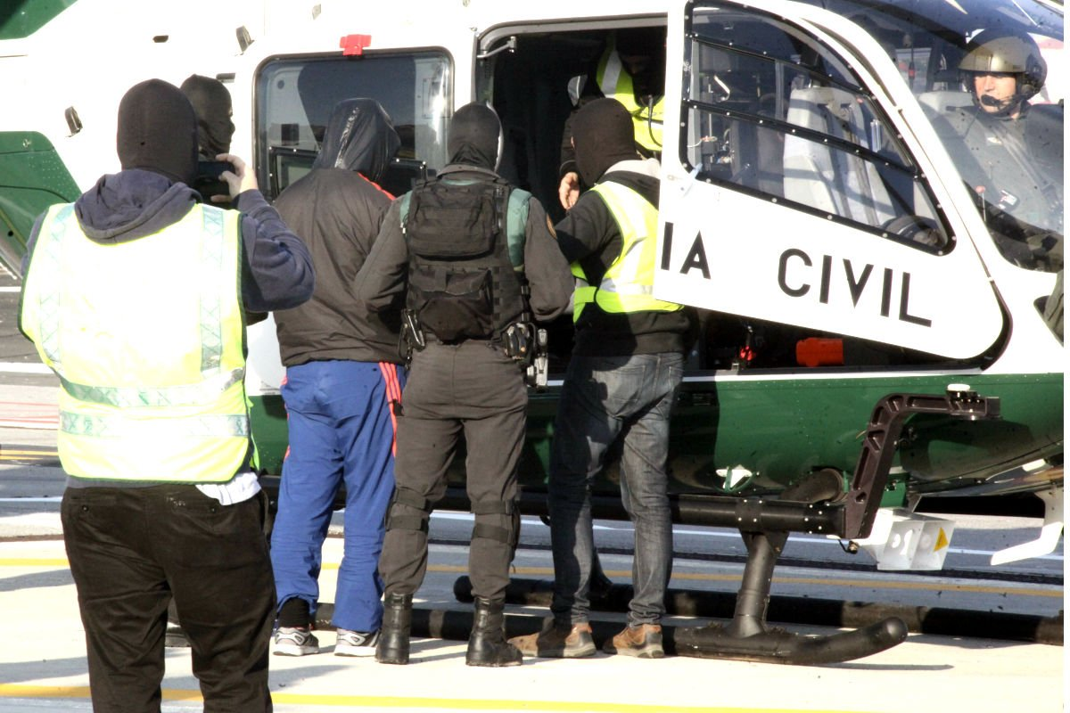 Imagen de la detención de un yihadista en Ceuta (Foto: Efe).