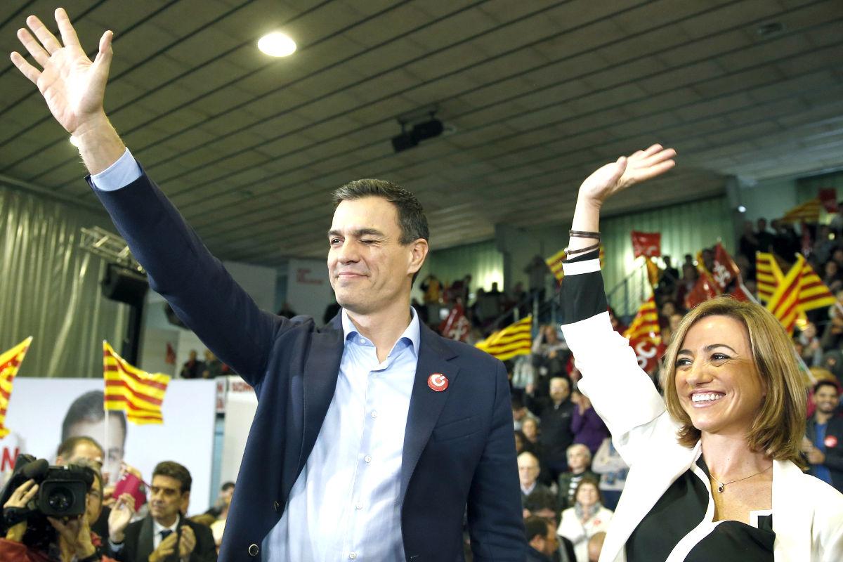 Pedro Sánchez y Carme Chacón en un acto de campaña este viernes en Cataluña (Foto: Efe).