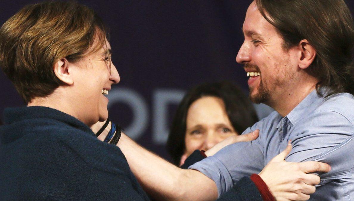 Pablo Iglesias y Ada Colau, en el mitin de la Caja Mágica. (Foto: EFE)