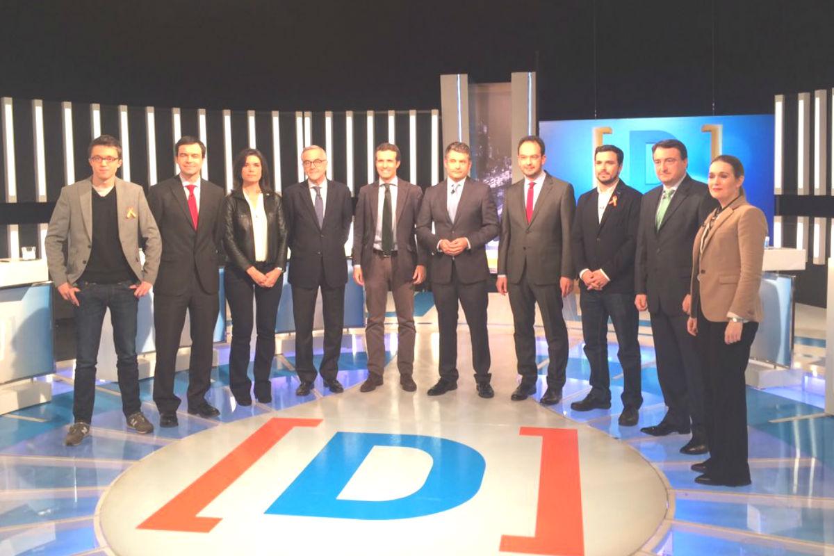 Los nueve representantes minutos antes de comenzar el debate. (FOTO: TVE)
