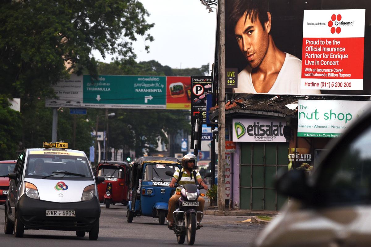 Cartel que anuncia el concierto de Enrique Iglesias en la capital. (Foto: AFP)