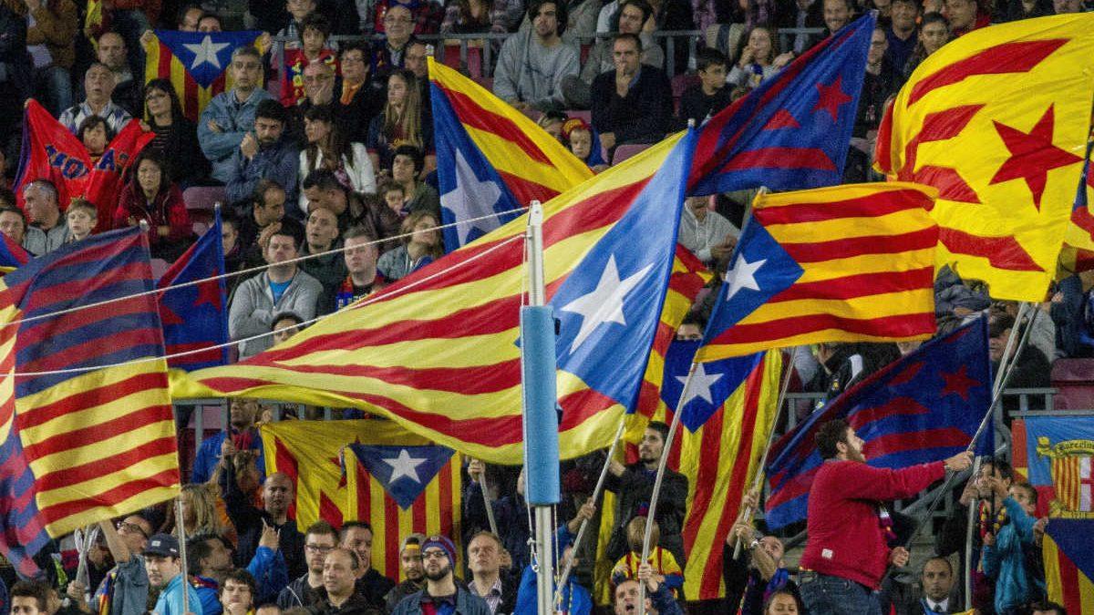 Esteladas en el Camp Nou (Foto: Getty)