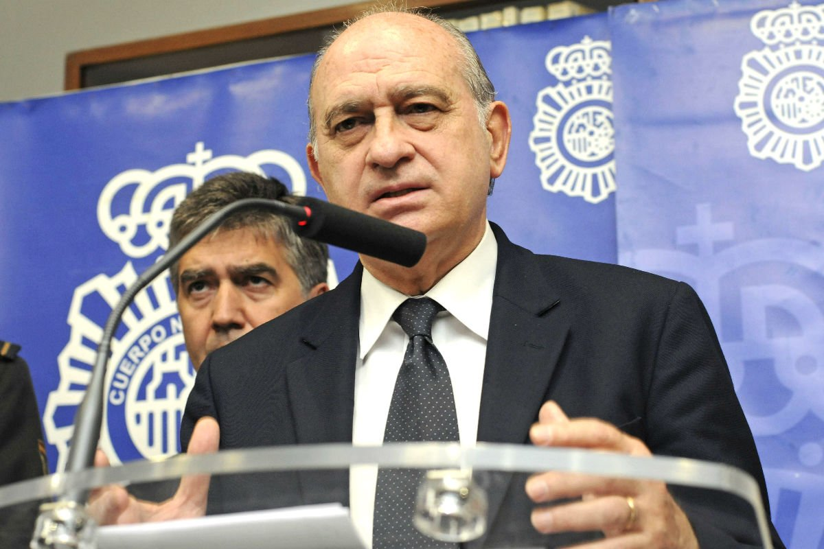 Jorge Fernández Díaz en rueda de prensa en León (Foto: Efe).