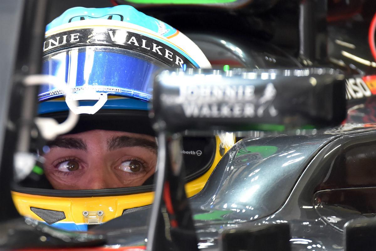 Fernando Alonso, en su McLaren-Honda. (AFP)