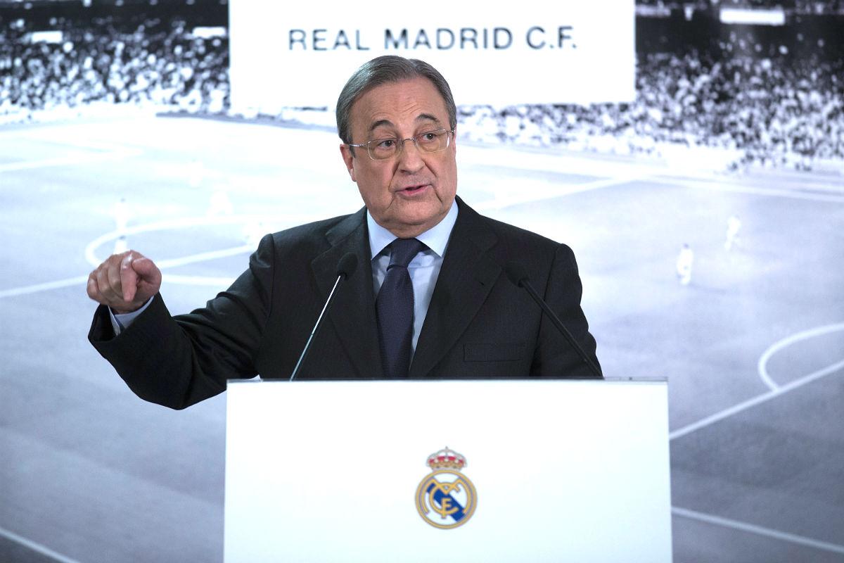 Florentino Pérez atiende a los medios. (Getty)