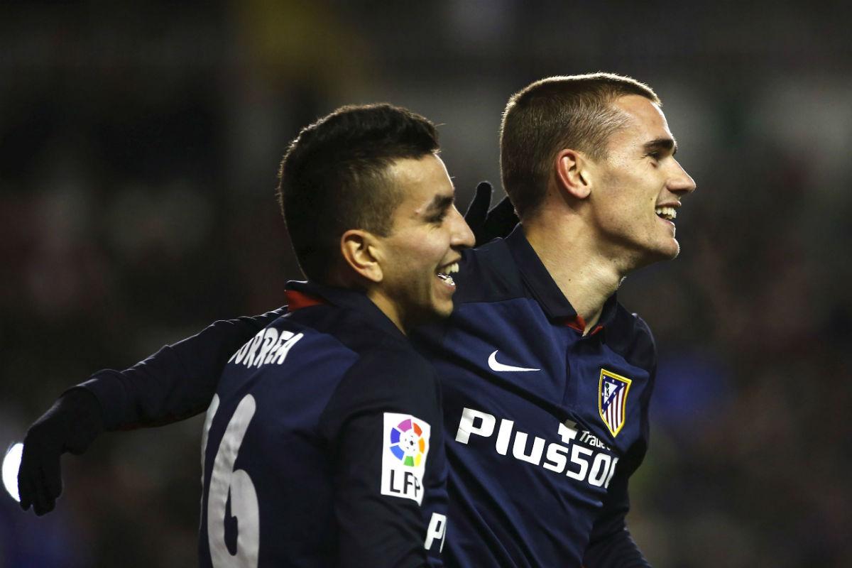 Griezmann y Correa, goleadores contra el Rayo. (Reuters)