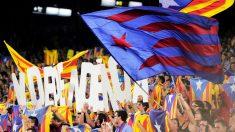Simbología independentista en el Camp Nou. (Foto: AFP)
