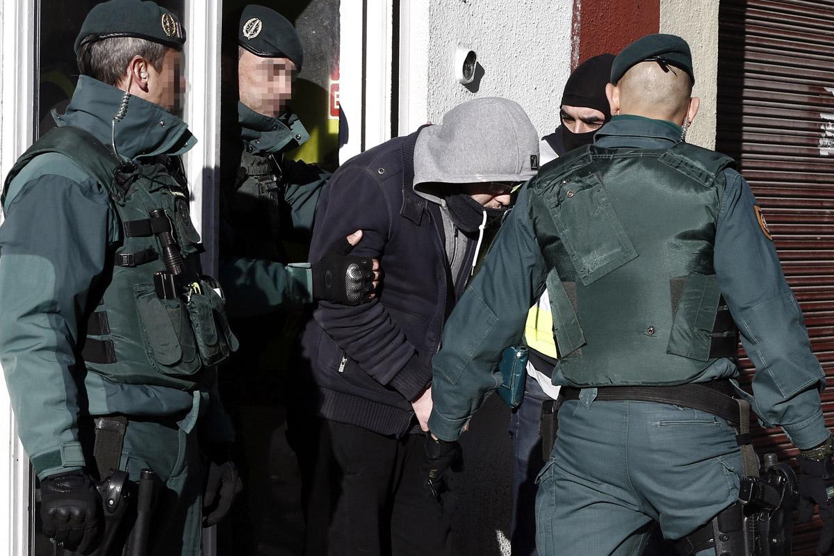 Detención de uno de los enviados a la cárcel por Eloy Velasco. (Foto: AFP)
