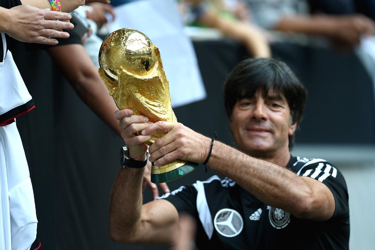 Joachim Löw, con la Copa del Mundo conquistada en Brasil 2014. (Getty)