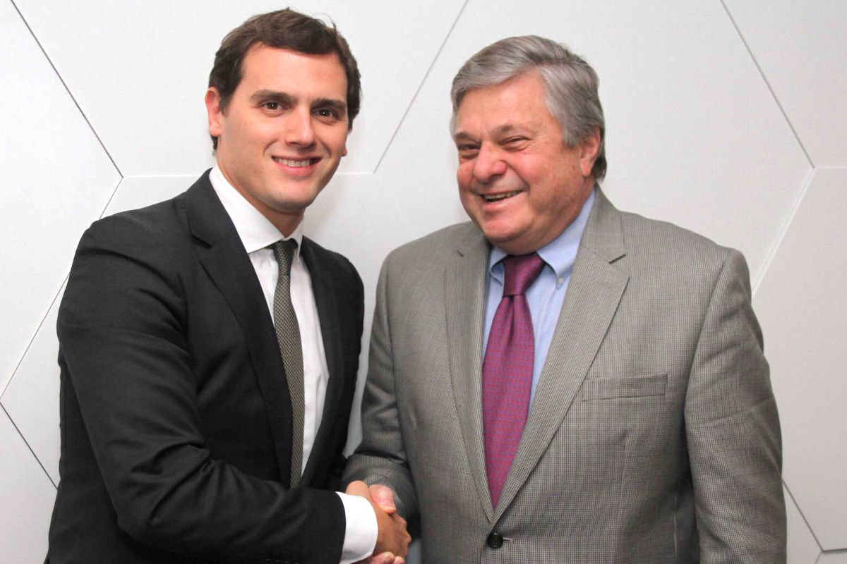 Albert Rivera en el encuentro mantenido con el padre de Leopoldo López (FOTO:Ciudadanos)