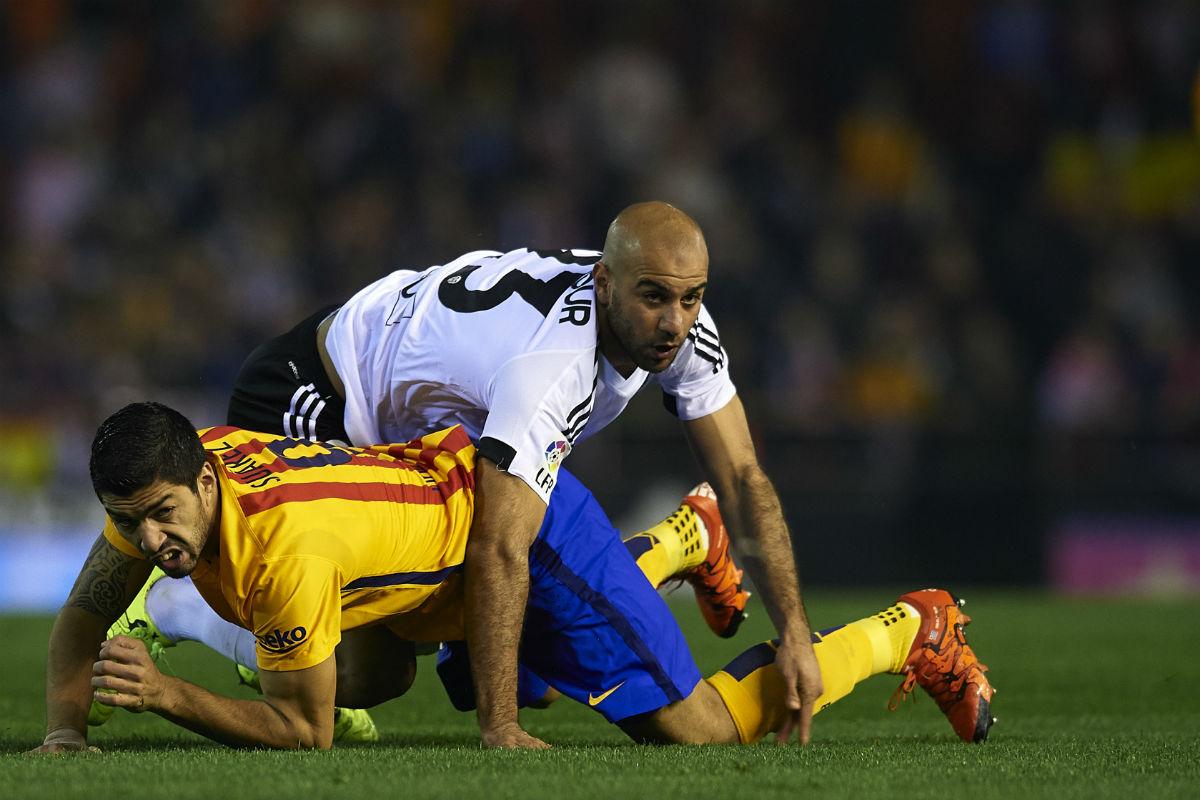 Luis Suárez pisó a Abdennour (Getty)