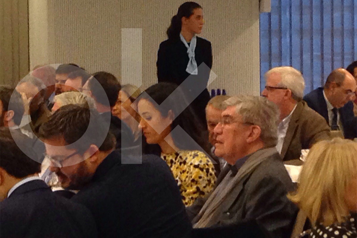 Eduardo Leira junto a Begoña Villacís en una mesa con dirigentes de Ciudadanos. (Foto: Okdiario)
