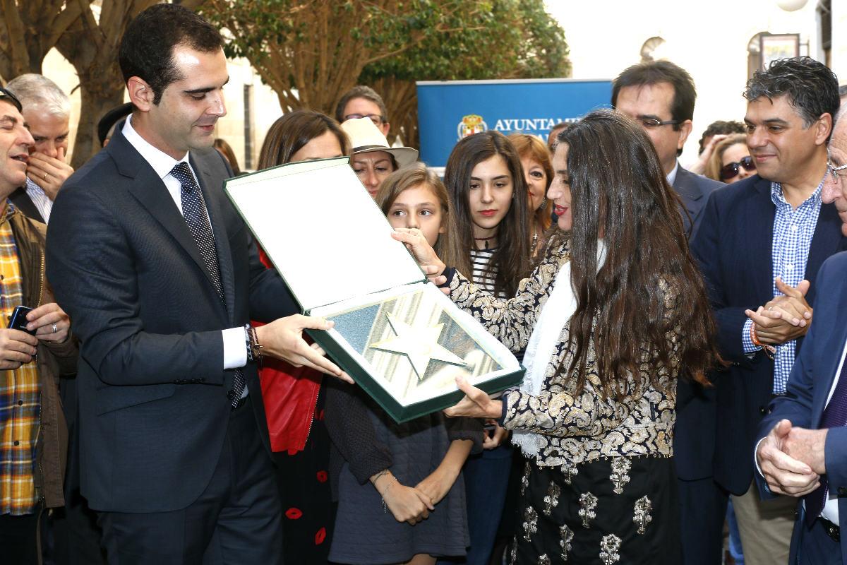 Angela Molina recibiendo la estrella (Foto: Efe).