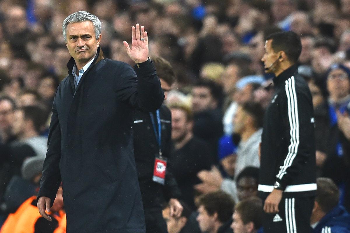 Mourinho, en su último partido con el Chelsea. (AFP)