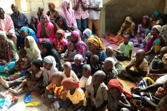 Mujeres y niños desplazados en Nigeria por la violencia de Boko Haram.