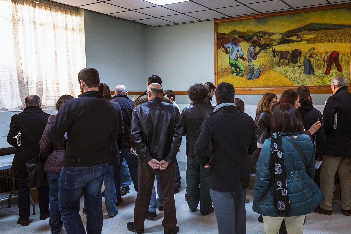 Animación en los colegios desde primera hora. (Foto: EFE)